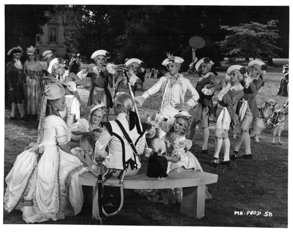 Marie Antoinette avec Michèle Morgan (Delannoy) - Page 11 S-l16010