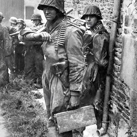 Les perceptions dans la Wehrmacht. (Questions: Armes de poing/Uniformes) 114
