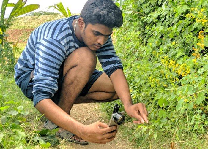 """الطالب الجامعي الهندي والمصور """""""