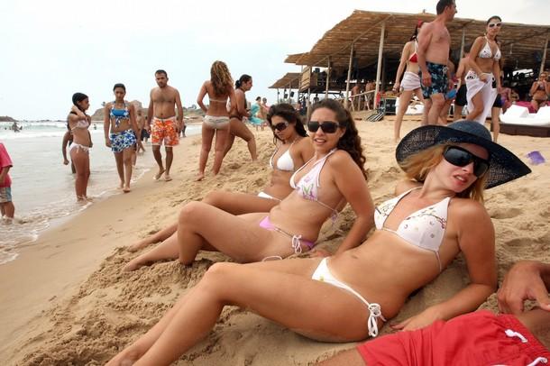 اجساد و تعري و بطر على الشواطئ اللبنانية 14345410