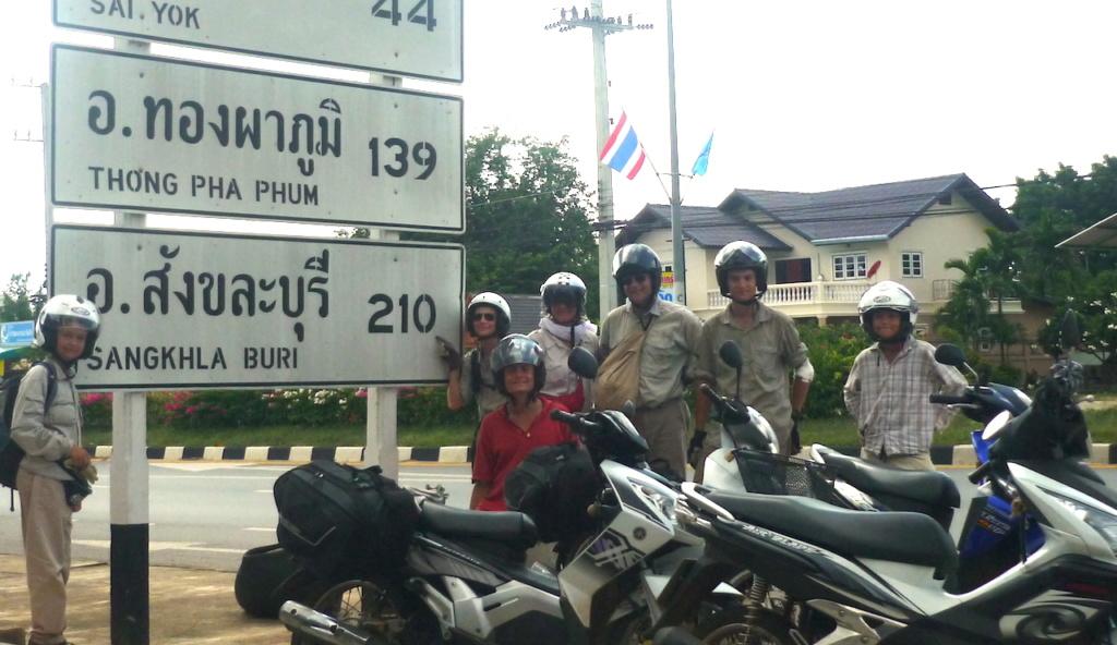 Africa twin & Thailande - Page 2 Thaisc10