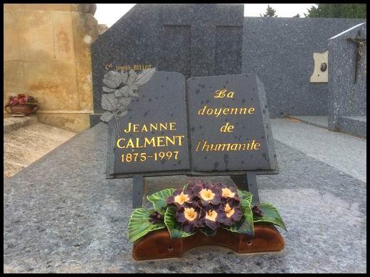 E- DÉBAT SUR L'AUTHENTICITÉ DES 122 ANS DE JEANNE CALMENT Tombe_11