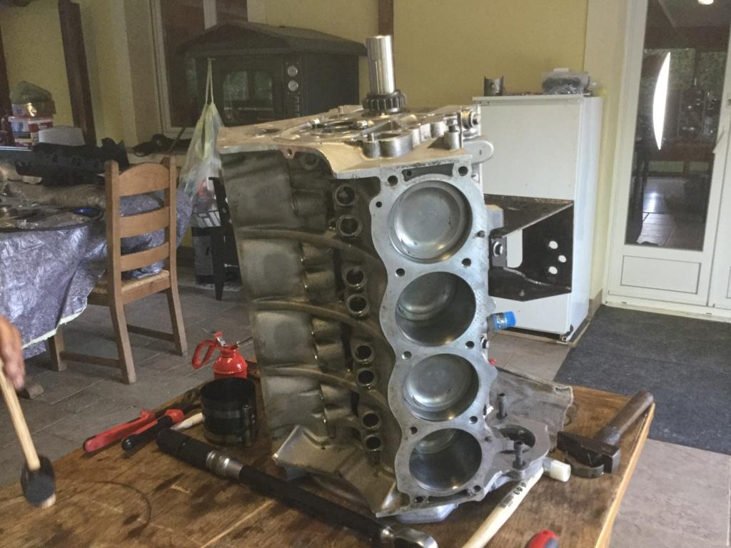 V8 sur la table d opération  33959010