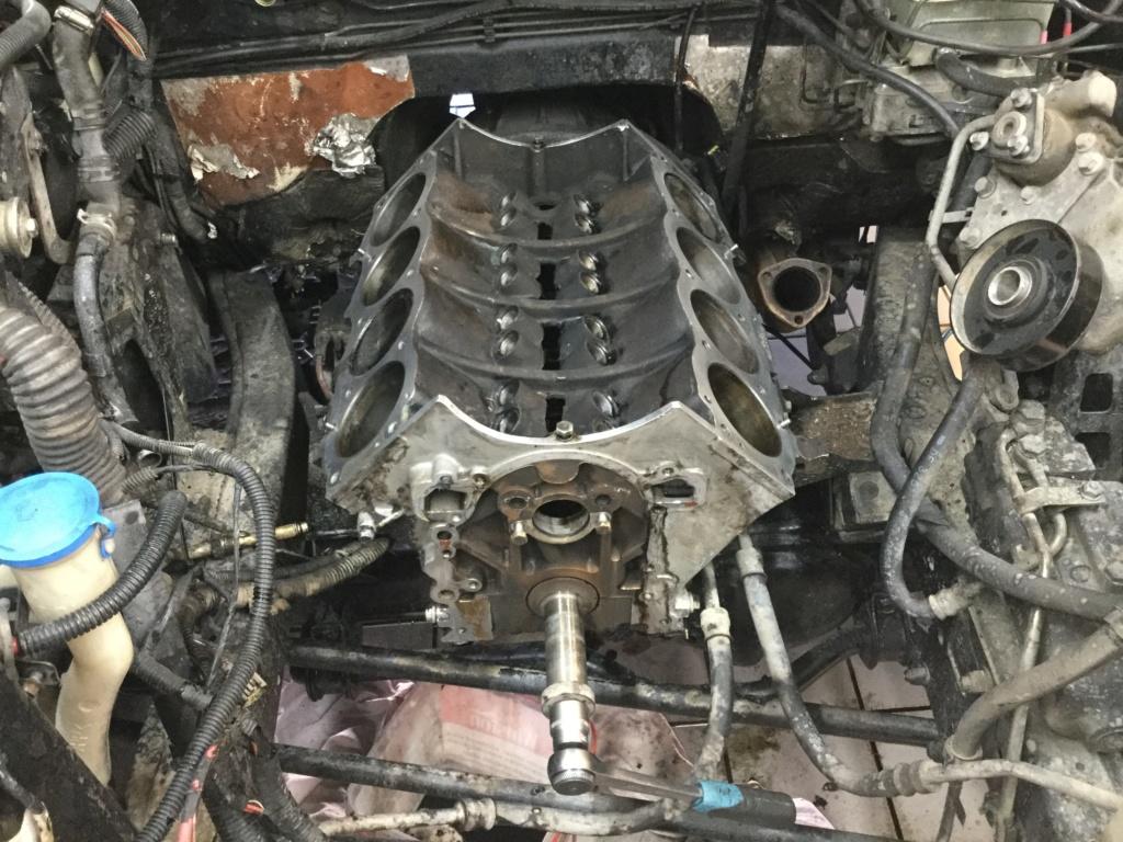 V8 sur la table d opération  38cb8f10