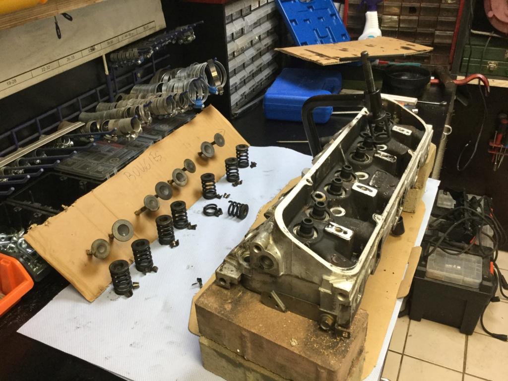 V8 sur la table d opération  42ac3d10