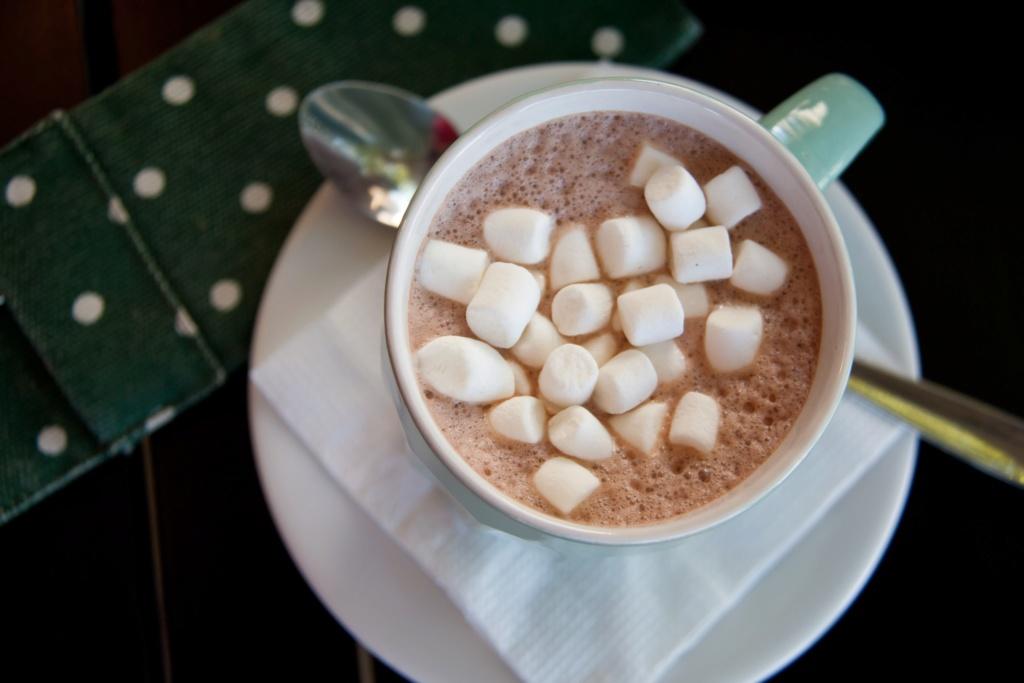 مشورب الشوكولاته بالمارشميلو وصفة لذيذة  Aio-ai10