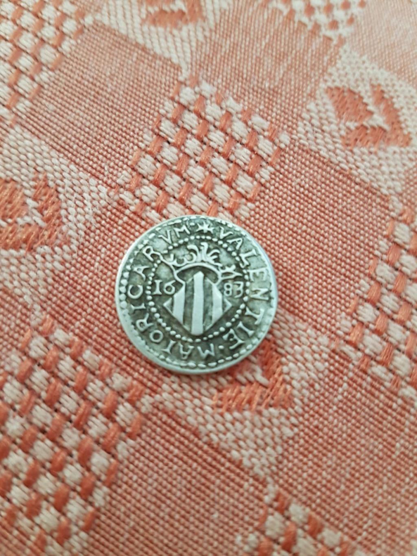 Ola eh encontrado esta moneda en casa de mi abuelo y no encuentro nada de informacion ni sikiera como averiguar si es falsa o autentica alguien save algo 3b82f910