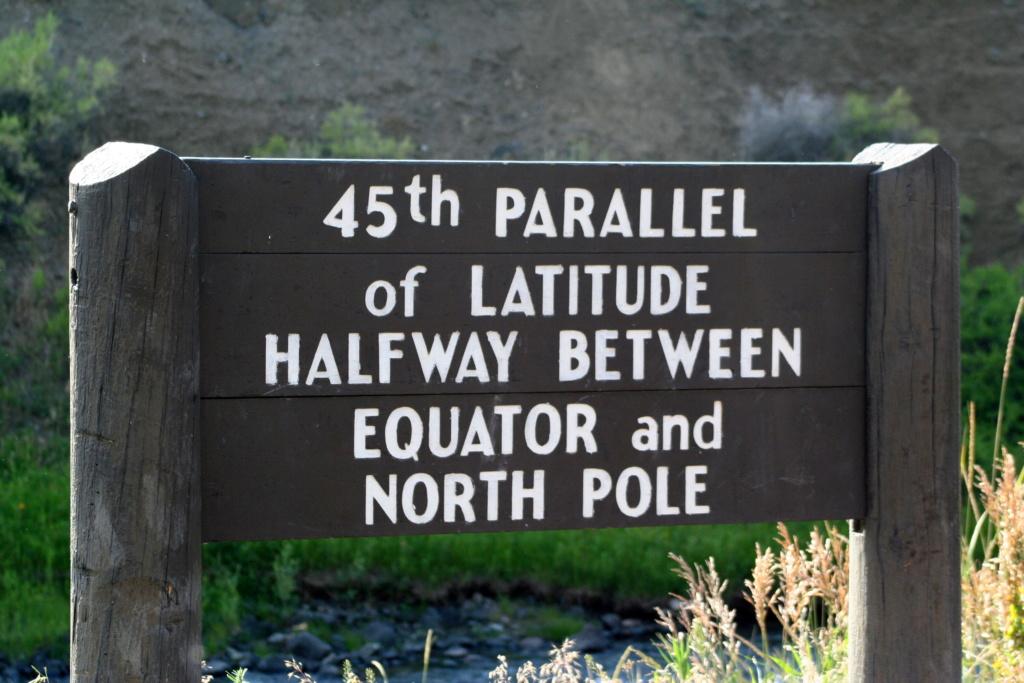 - Les monuments et panneaux dédiés au 45ème parallèle nord 2009_011