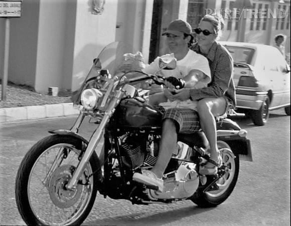 Ils ont posé avec une Harley, uniquement les People - Page 16 36476710