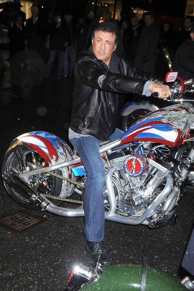 Ils ont posé avec une Harley, uniquement les People - Page 40 50285510
