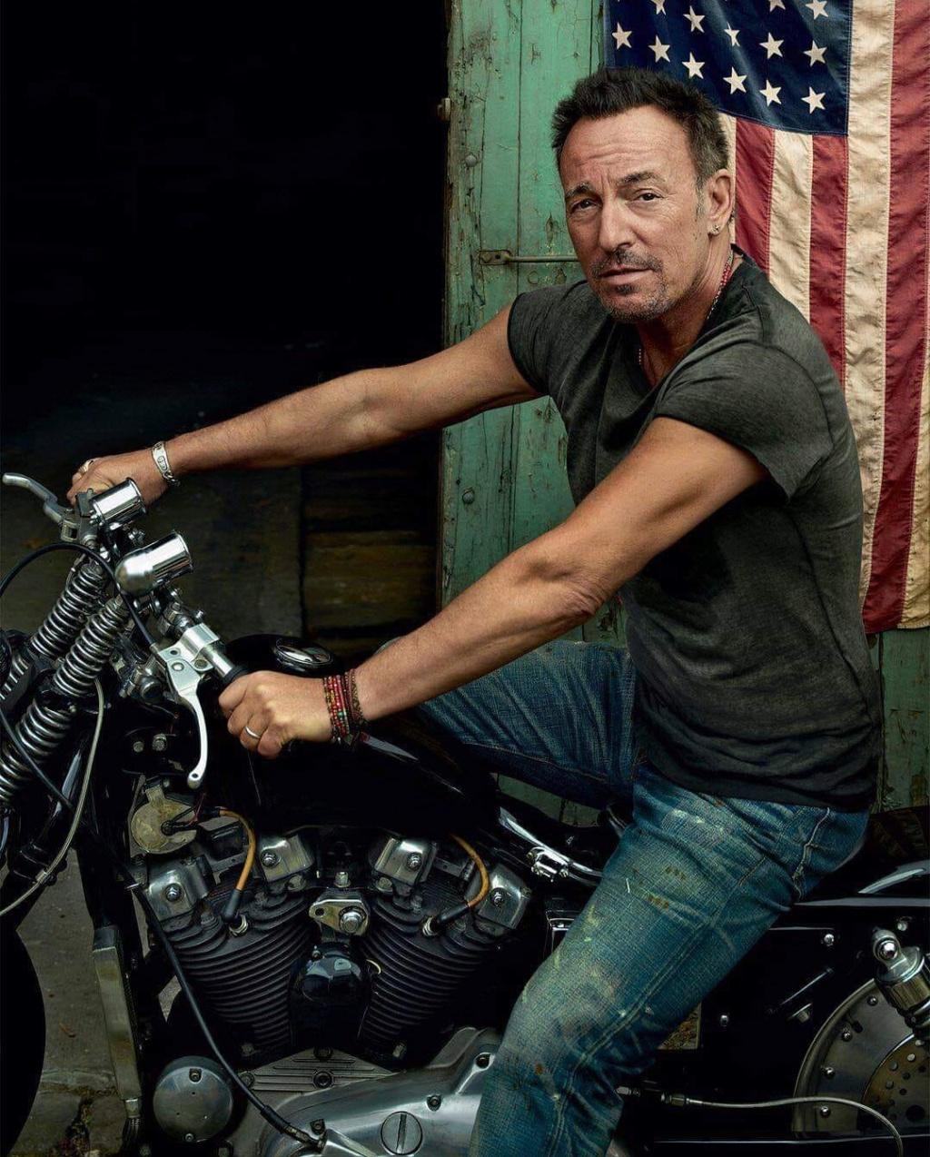 Ils ont posé avec une Harley, uniquement les People - Page 8 64700210