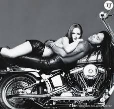 Ils ont posé avec une Harley, uniquement les People - Page 9 69945110