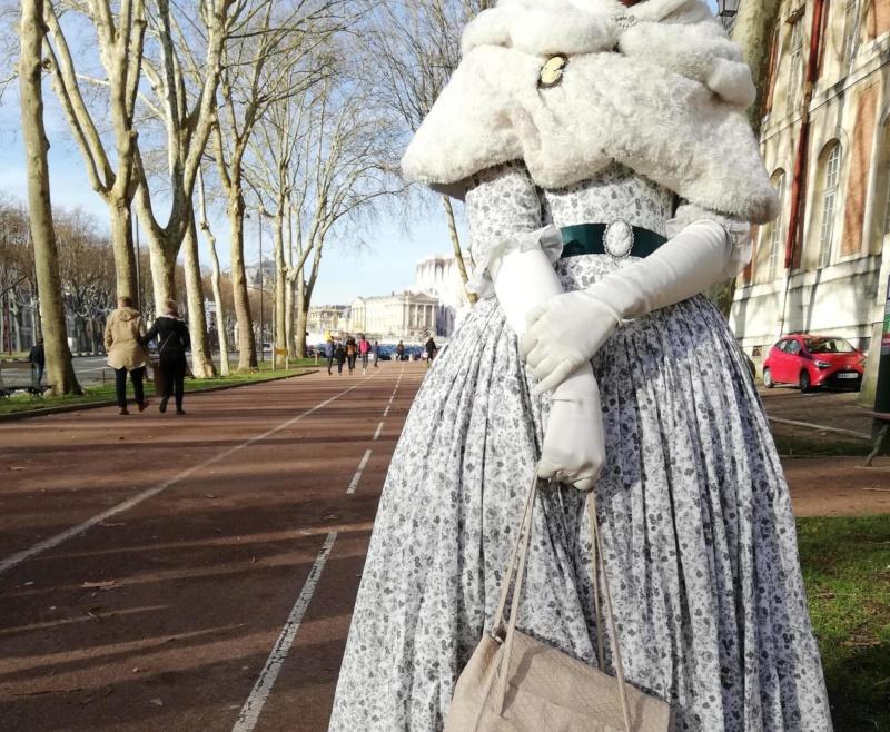Versailles en costume d'époque, qui ose? - Page 5 5c258110