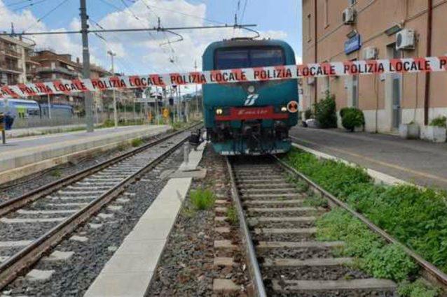 Ragazzo di 16 anni viene folgorato da un cavo di un treno Polizi10