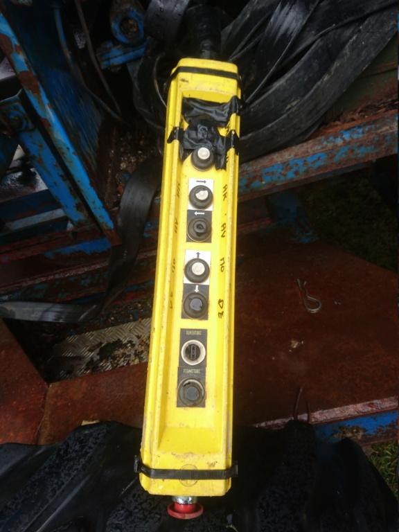 Remplacer une télécommande filaire de grue par une télécommande sans fil Dsc_1413