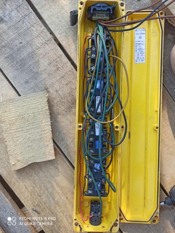 Remplacer une télécommande filaire de grue par une télécommande sans fil Img_2011