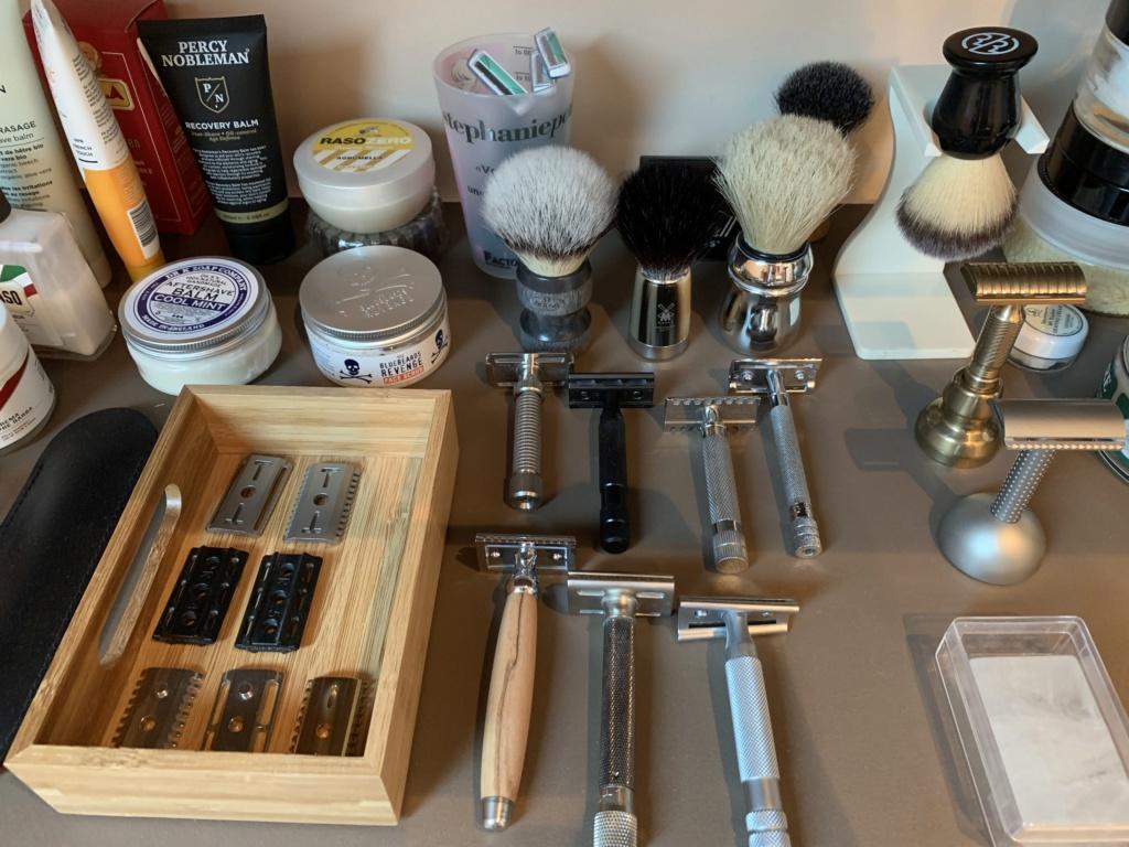 Photos de votre armoire spéciale rasage (ou de la partie réservée au rasage) - Page 30 Img_1619