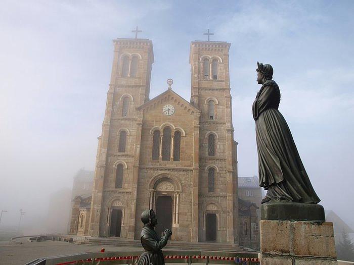 7 Églises d'Apocalypse c'est toute humanité maintenant Maries10
