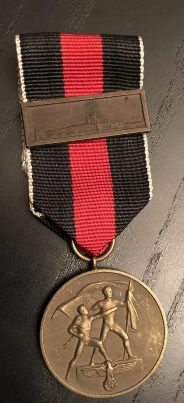 Avis médaille  et barrette château de Prague Img_2280