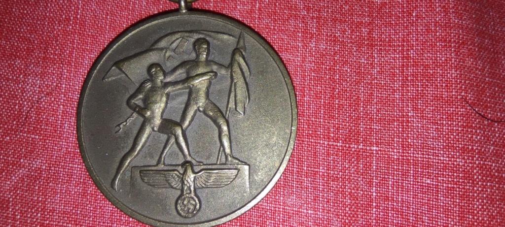 Avis médaille  et barrette château de Prague Img_2281