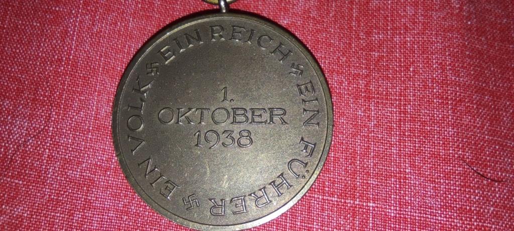 Avis médaille  et barrette château de Prague Img_2284