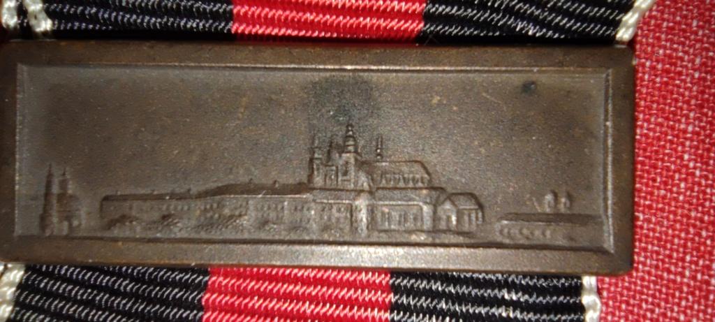 Avis médaille  et barrette château de Prague Img_2285