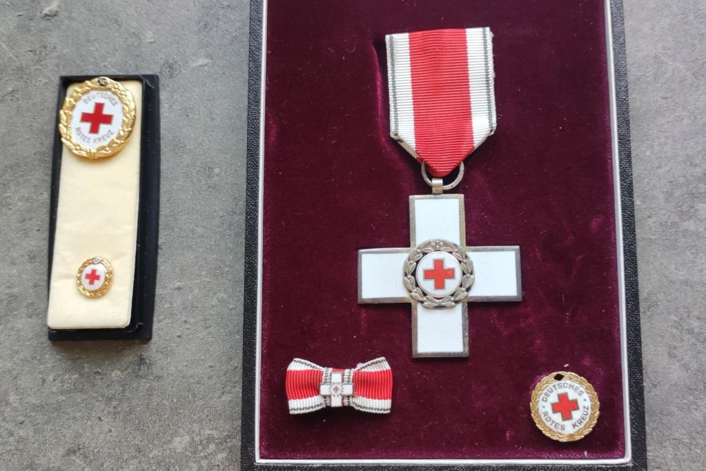Estimation coffret Croix rouge Allemagne  Img_2321