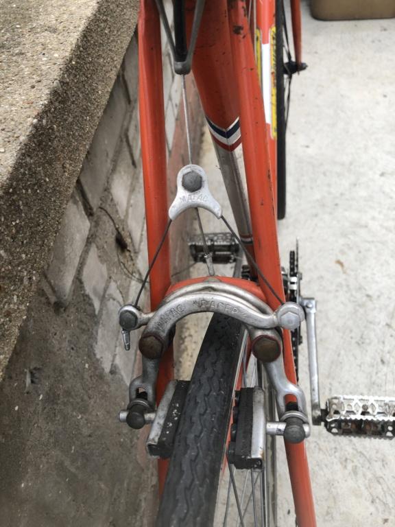 Pièces détachées d'un Vélo Jacques Anquetil couleur Gogo 2fc31410