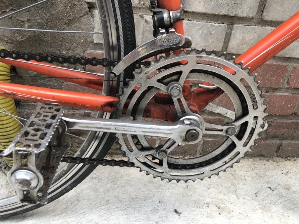 Pièces détachées d'un Vélo Jacques Anquetil couleur Gogo A97b4710