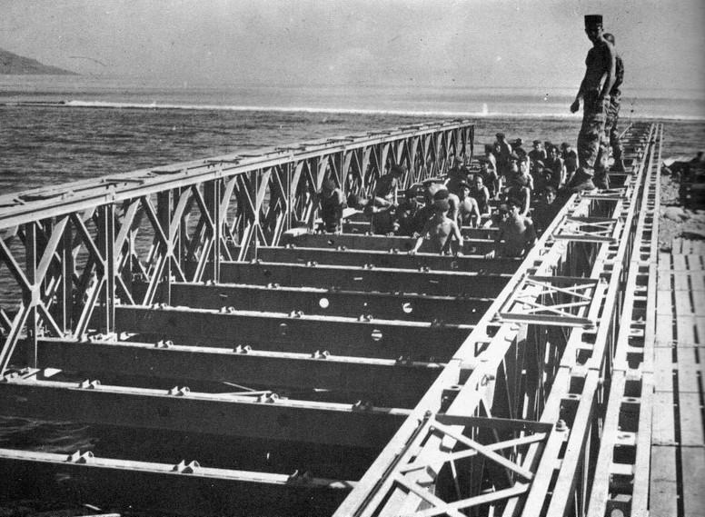 Contruction d'un pont. 18p910
