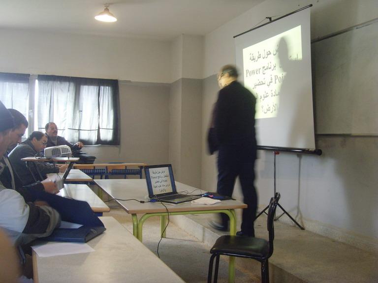 على هامش اللقاء التربوي بثانوية القدس يوم 14/02/2009 Snv34510