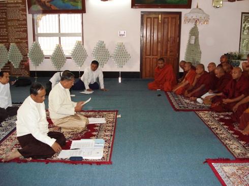 H.E U Kyi Thein   took part in Kahtein Ceremony held in Gaya Dsc00810