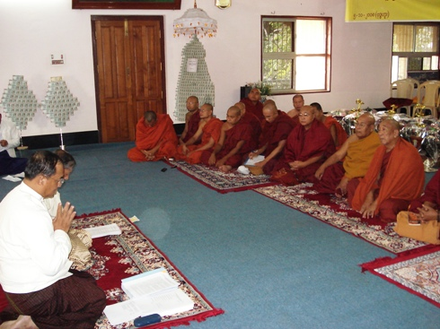 H.E U Kyi Thein   took part in Kahtein Ceremony held in Gaya Dsc00811