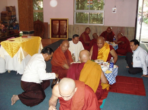 H.E U Kyi Thein   took part in Kahtein Ceremony held in Gaya Dsc00812