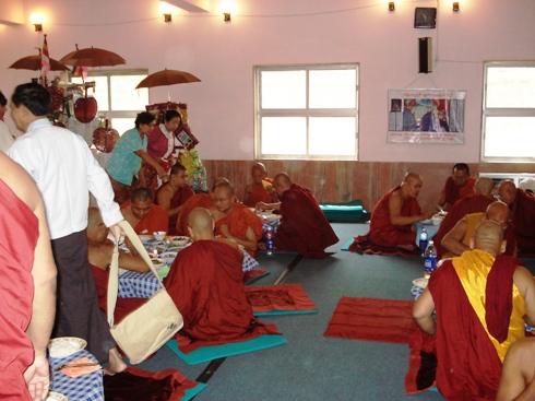 H.E U Kyi Thein   took part in Kahtein Ceremony held in Gaya Dsc00813