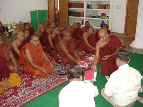 H.E U Kyi Thein   took part in Kahtein Ceremony held in Gaya Dsc00912