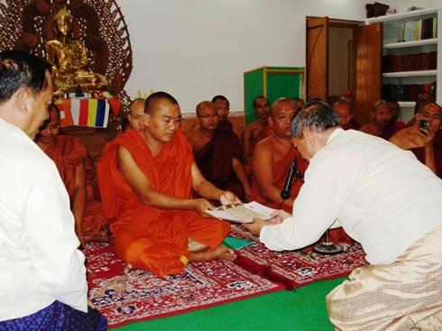 H.E U Kyi Thein   took part in Kahtein Ceremony held in Gaya Dsc00913