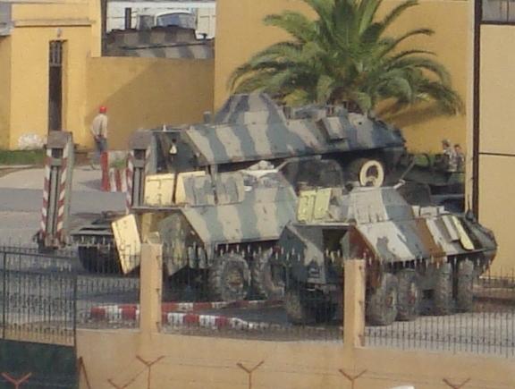 تطور الصناعة الجزائرية العسكرية الثقيلة  بشكل ملحوظ من الشراكة الى الاعتماد الذاتي الكلي . Dsc01812