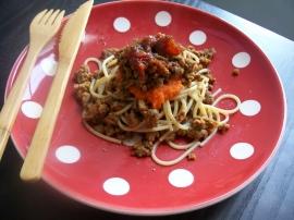 Spaghettis bolognaise confits sur mousse-carotte Spaghe10