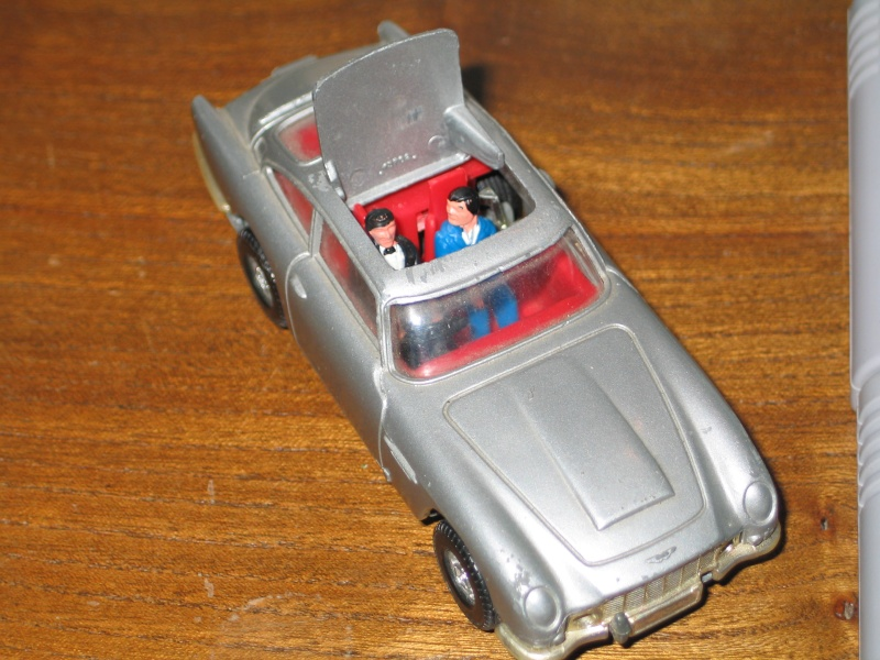 """Les """"petites voitures"""" à l'effigie des héros des années 80 Corgi_10"""