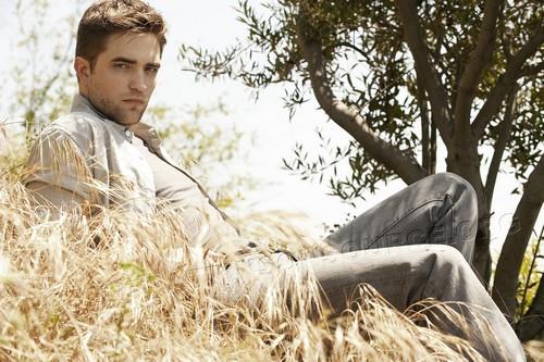 Nouveaux outtakes du shooting de Robert Pattinson pour Carter SMITH Tknewh10