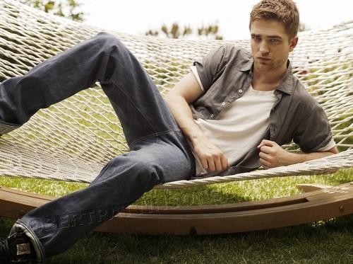 Nouveaux outtakes du shooting de Robert Pattinson pour Carter SMITH Uyevdj10