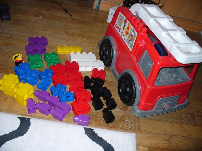 Lot 2 boites de meccano + camion MEGABLOCKS P1070410