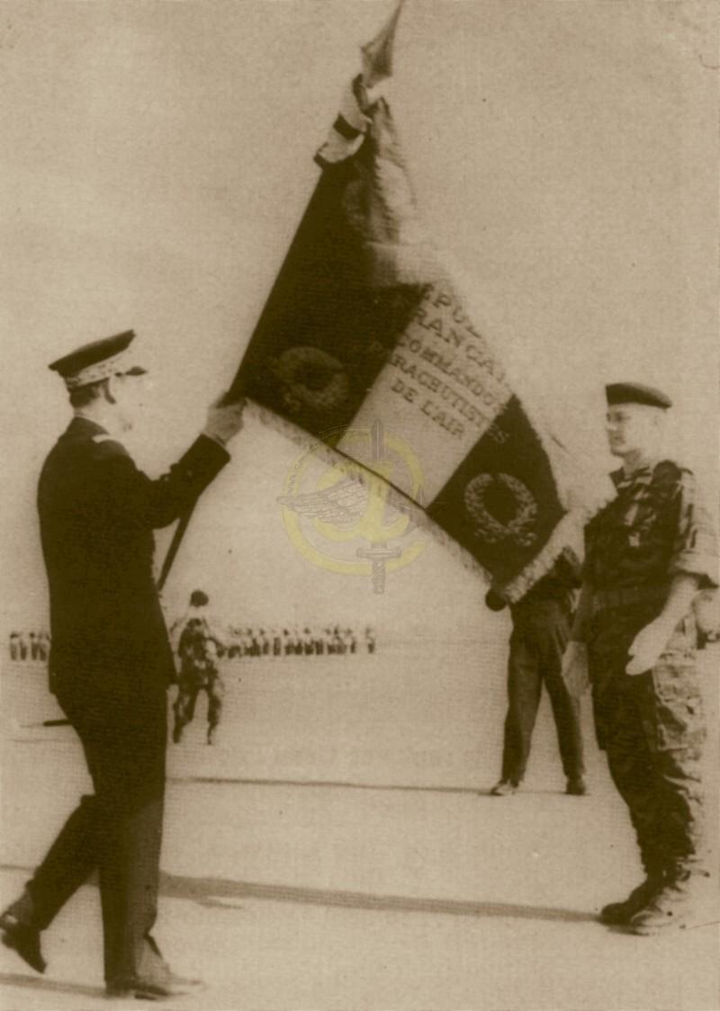 Drapeau des Commandos Parachutistes de l'Air Drapea11