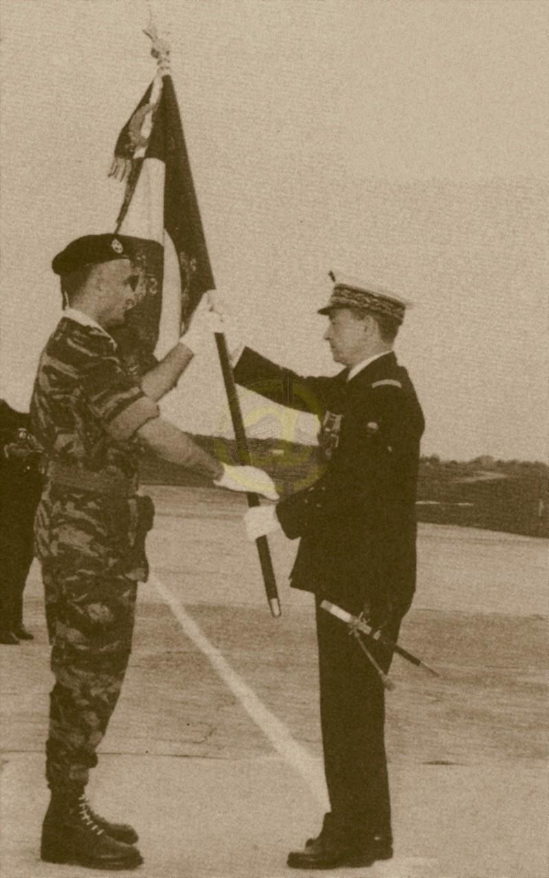 Drapeau des Commandos Parachutistes de l'Air Drapea12