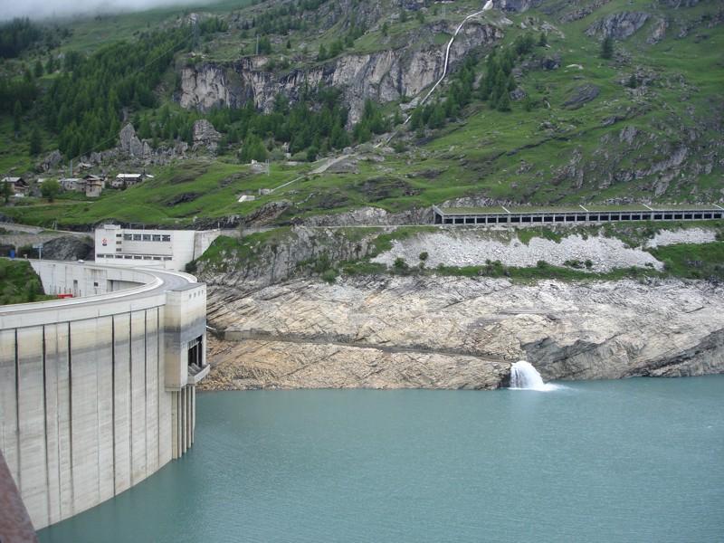 [Tignes] Le barrage de Tignes et les aménagements liés - Page 4 Dsc05022