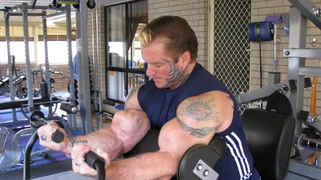 biceps - Le biceps de Lee Priest (Opération effectuée avec succès !) Leecur11