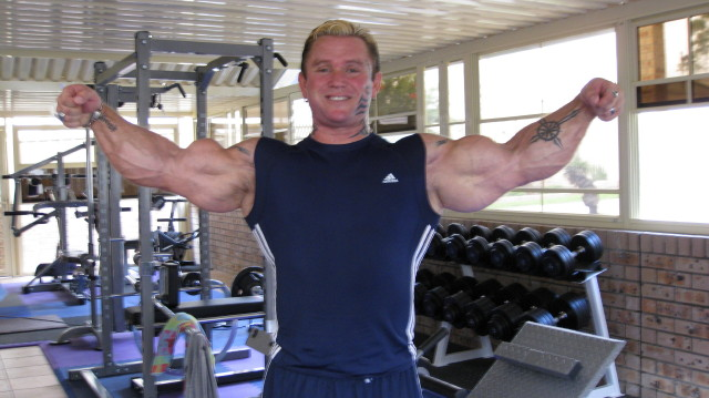 biceps - Le biceps de Lee Priest (Opération effectuée avec succès !) Leepos12