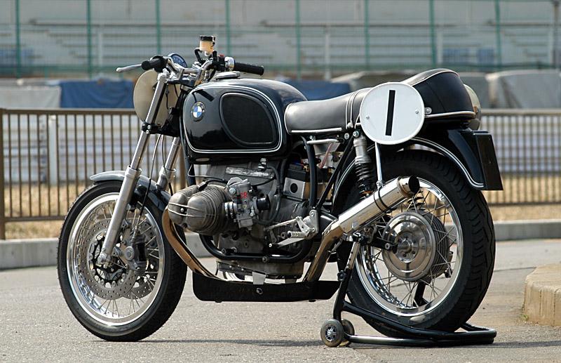 C'est ici qu'on met les bien molles....BMW Café Racer 75race10