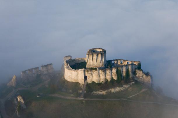 Le spectre de Marguerite de Bourgogne à Chateau-Gaillard Chatea11